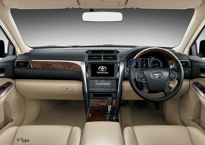 Interior Toyota Camry yang Lux