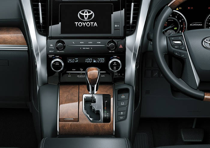 Interior Toyota Alphard, cocok untuk sewa alphard jogja