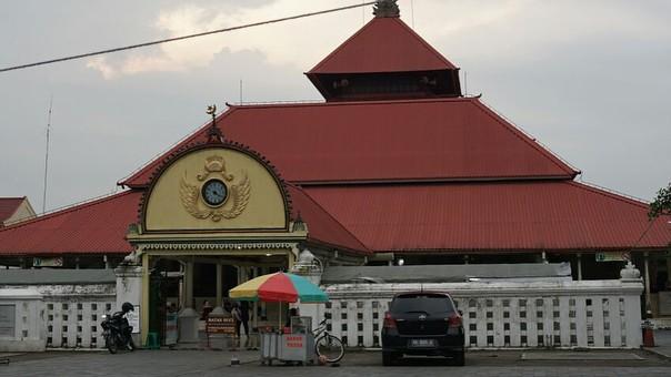Masjid Gedhe Kauman tampak depan, sumber ig sitichalimahdeni