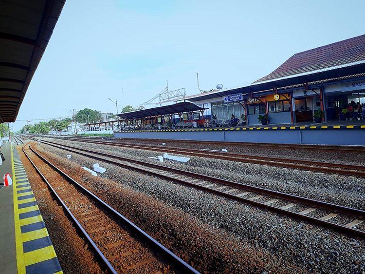Stasiun Maguwoharjo, sumber ig rentalmobiljogja.kinanti_rent