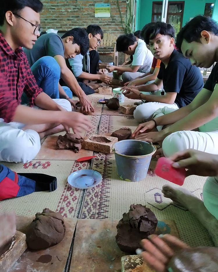 Workshop di Desa Wisata Kasongan, sumber ig smamuh13
