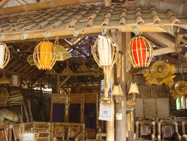 Produk Bambu Desa Wisata Sendari, sumber : kerajinanindonesia.id