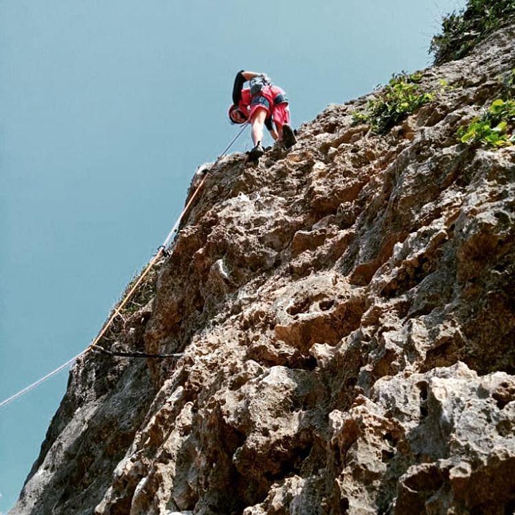 Rock Climbing di Pantai Siung, sumber ig fauzianggaraa_