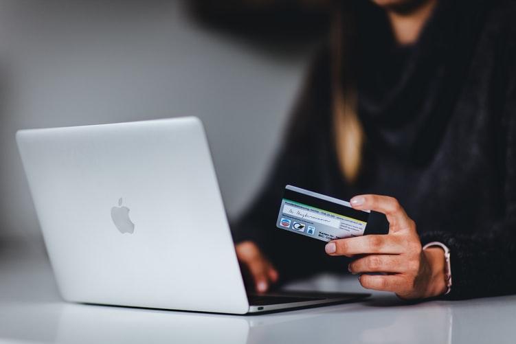 Kemudahan transaksi dalam layanan hotel virtual. Sumber : Unsplash