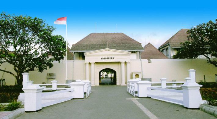 Di urutan pertama hotel rekomended di Jogja ada hotel limaran malioboro. Sebagai hotel bintang 1 yang menawarkan tempat penginapan yang cukup nyaman di tempat yang strategis dengan harga yang cukup ramah di kantong.